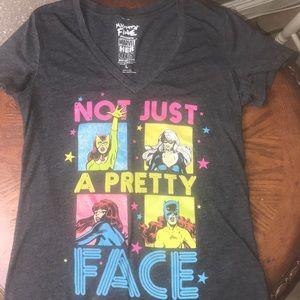 Marvel Heroes v-neck T-shirt. Size Large